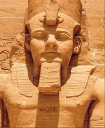 una statua del tempio di Abu Simbel